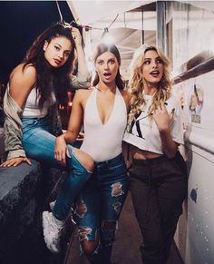 15 looks you can copy from Lele Pons – Magazine Feed – Social Shares Bff Poses, Friend Poses, Best Friend Pictures, Bff Pictures, Style Pictures, Hannah Stocking, Foto Top, Friends Instagram, Best Friends Forever