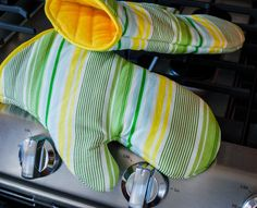 This DIY oven mitt free sewing pattern was inspired by our new KitchenAid range. Bye bye cheap-o Frigidaire …momma's got a double oven now with a griddle on top. And it was just begging for some nice oven mitts, or pot holders if you prefer. I made this free oven mitts sewing pattern shape by eyeballing oven mitts for sale online and then drawing around my hand. I like the