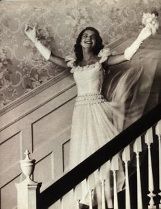 Love this portrait of Jacqueline Bouvier Kennedy.She was always so composed but here she sort of lets loose! Jacqueline Bouvier, Debutante of the Year, Jacqueline Kennedy Onassis, Estilo Jackie Kennedy, Les Kennedy, John Kennedy, Jaclyn Kennedy, Caroline Kennedy, Grace Kelly, Photo Vintage, Before Wedding