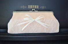 Brauttaschen - Clutch SPITZE und SEIDE APRICOT-ROSÉ - ein Designerstück von Nattallia bei DaWanda