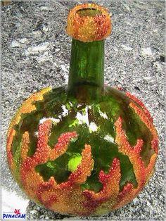 Botella decorada por Rosa.#manualidades #pinacam #cristal #platos#botellas                                                     www.manualidadespinacam.com