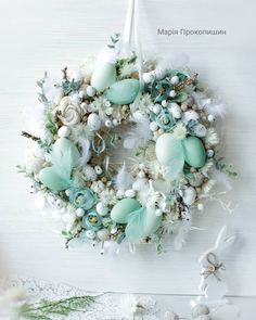 50 DIY Easter Decorations for Handcrafted Spring Decor Best Picture For DIY Wreath welcome For Your Taste You are looking for something, and it is going to tell you exactly what you are looking for, a Egg Crafts, Easter Crafts, Easter Wreaths, Christmas Wreaths, Cute Diy, Color Menta, Diy Easter Decorations, Easter Projects, Deco Table