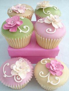 pastel cupcakes w. flowers