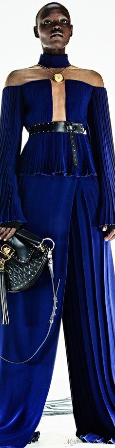 Pre-Fall 2017 Balmain Diva Fashion, Couture Fashion, Fashion Show, Fashion Design, Christophe Decarnin, Mode Glamour, Black Tie Affair, Designer Evening Dresses, Formal Looks