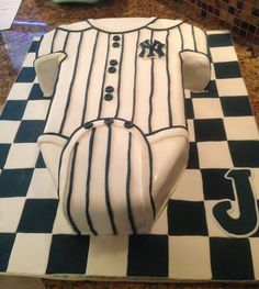 Yankee onesie cake for my sister's baseball baby shower made by my cousin Evelyn Chang of Hotkist Creations. Check out her website http://hotkistcreations.blogspot.com/?m=1