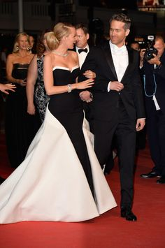 Then there's Ryan Reynolds and Blake Lively. | The Way These Celebrity Guys Look At Their Girls Will Make Your Ovaries Explode