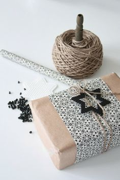Méchant Design: wrap them up ... Paper Packaging, Pretty Packaging, Gift Packaging, Christmas Gift Wrapping, Christmas Love, Christmas Gifts, Christmas Decor, Wrapping Ideas, Creative Gift Wrapping