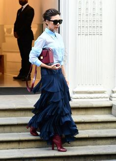 Victoria Beckham looking stunning in navy and merot! Fashion Mode, Modest Fashion, Love Fashion, Autumn Fashion, Fashion Outfits, Womens Fashion, Fashion Trends, Style Fashion, Mode Victoria Beckham