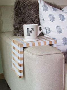 Michelle - Blog #DIY: #Striped #Drink #Perch  Fonte : http://francoisetmoi.com/2014/11/07/diy-striped-drink-perch/