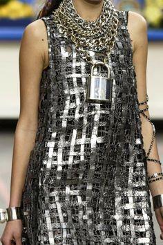 Mis Queridas Fashionistas: Chanel RTW Fall/Winter 2014/15 - Paris Fashion Week (CHANEL SHOPPPING CENTER)