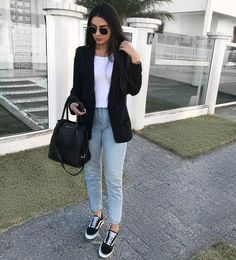 Look com blazer preto, jeans e Vans on We Heart It Blazer Outfits Casual, Business Casual Outfits, Trendy Outfits, Fall Outfits, Cute Outfits, Fashion Outfits, Look Blazer, Blazer With Jeans, Jeans And Vans