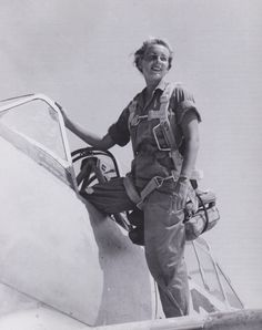 Fly Girls is dedicated to all the female pilots and ground crew who flew in WWII. Site contains history, news clips and lots of photos. Female Pilot, Female Soldier, Female Fighter, Fighter Pilot, Military Women, Ww2 Women, Military Fashion, Pilot Uniform, Brave Women