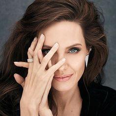 Noticias de moda.Angelina Jolie es la nueva embajadora de Mon @guerlain. La musa detrás de la fragancia en @bazaarargentina. Enlace en nuestra bio . Fotografía: Alexei Hay.  via HARPER'S BAZAAR ARGENTINA MAGAZINE OFFICIAL INSTAGRAM - Fashion Campaigns  Haute Couture  Advertising  Editorial Photography  Magazine Cover Designs  Supermodels  Runway Models