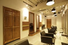 Beauty salon interior design ideas   + hair + space + decor + designs + Tokyo + Japan   Follow us on https://www.facebook.com/TracksGroup <<<【Arouse by afloat セットエリア】奥行きのある店舗形態を活かした空間。 美容室 内装