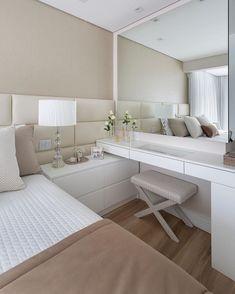 Todas necesitamos un espacio Bedroom Closet Design, Home Room Design, Room Ideas Bedroom, Small Room Bedroom, Home Decor Bedroom, Home Interior Design, Dressing Room Design, Luxurious Bedrooms, Decoration