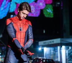 Disney Marvel, Spiderman Costume, Cinema, Handsome, Cover, Punk, Costumes, Superhero, Holland
