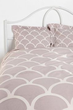 Stamped Scallop Bedding