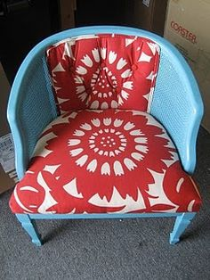 loving this color combo.  need inspiration for the craft room and office.