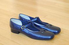 20 off SALEvintage 1960s shoes / 60s navy blue by honeytalkvintage, $60.00