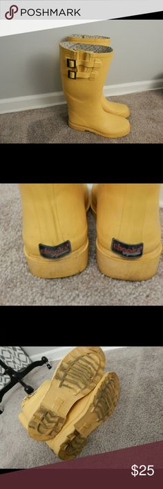 CHOOKA rain boots Yellow Chhoka Signature rain boots. Well-loved. These obviously need a good cleaning. Lining in one of boots starting to curl as pictured. Chooka Shoes Winter & Rain Boots