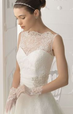 wedding dresses- <3 neckline (sweetheart under scalloped lace)