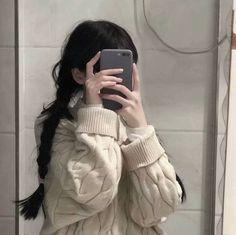 Korean Girl Photo, Cute Korean Girl, Sad Anime Girl, Anime Art Girl, Korean Aesthetic, Aesthetic Girl, Aesthetic Outfit, Cool Girl Pictures, Girl Photos