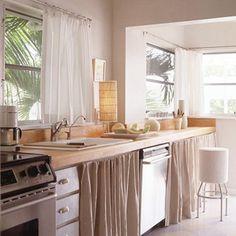 Erneuerung der Küche mit farbenfrohen Stoffen - gefaltete Vorhänge