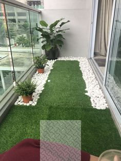 60 Best Artificial Grass Ideas, You Should Put on Your Lawn Tiny balcony with artificial grass and river pebbles Small Balcony Design, Small Balcony Garden, Small Balcony Decor, Balcony Plants, House Plants Decor, Terrace Design, Small Patio, Balcony Ideas, Patio Ideas