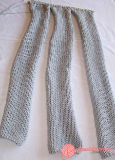 Easy Womens Knit Neck Collar Making, # kommentierte Lanyard-Modelle . Easy Knitting, Loom Knitting, Knitting Stitches, Knitting Patterns, Knitted Slippers, Knitted Hats, Crochet Scarves, Knit Crochet, Crochet Necklace Tutorial