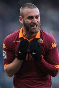 De Rossi looks rather old in this picture.