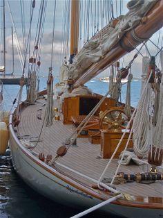 and i'm singing, Sailor, can you hear me, Sailor, hear my call. - Segelyacht - Design de Carros e Motocicletas Yacht Design, Boat Design, Classic Sailing, Classic Yachts, Sailing Holidays, Cruise Holidays, Sailboat Yacht, Yacht Boat, Wooden Sailboat