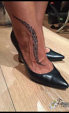 Galeries Photos Tatouages sur pied Tribal Foot Tattoos, Men Dress, Dress Shoes, Cowboy Boots, Riding Boots, Kitten Heels, Oxford Shoes, Bedroom, Fashion