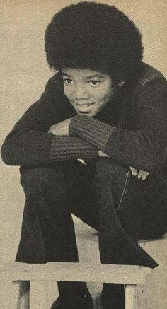 He's so cute :) Michael Jackson - Cuteness in black and white ღ @carlamartinsmj