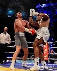 Round By Round Boxing: We are still buzzing from last weeks Heavyweight clash between Anthony Joshua and Wladimir Klitschko! Boxing Fight, Mma Boxing, Boxing Workout, Boxing Club, Anthony Joshua Vs Klitschko, Anthony Joshua Wallpaper, Boxing Anthony Joshua, Anthony Joshua Knockout, Karate