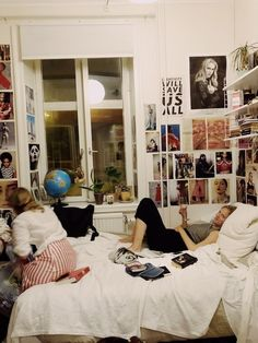 Room decor - 82 dorm room create a stylish space for lounging, studying & sleeping 35 Dream Rooms, Dream Bedroom, Bedroom Inspo, Bedroom Decor, Cozy Bedroom, Bedroom Ideas, Uni Room, Room Goals, Aesthetic Bedroom