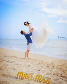 やってきました #ビーチフォト  ここで3箇所目 前撮りもやっと 半分超えました  新郎さんの 体力が余ってるうちに まずは 抱っこから  すごい跳ね上がった笑  #プレ花嫁 #日本中のプレ花嫁さんと繋がりたい #結婚式準備 #ドレス試着 #前撮り#ウェディングフォト#ロケーションフォト#ウェディングドレス #farny_brides#卒花#みんなのウェディング #2018春婚#プロポーズ#ウェディングソムリエアンバサダー#東海プレ花嫁#東京カメラ部#archdays