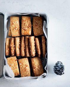 Julebag: 7 opskrifter til store bagedag - Boligliv Danish Cake, Danish Cookies, Danish Dessert, Danish Food, Christmas Baking, Christmas Cookies, Biscuit Recipe, Snacks, Quick Easy Meals