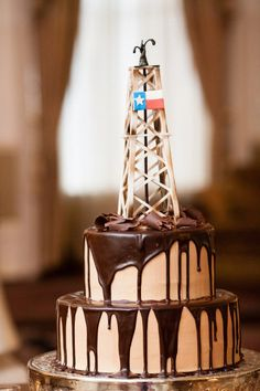 Texas oil rig groom's cake. | Photography by jennydemarco.com