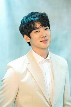 Korean Male Models, Korean Celebrities, Korean Men, Handsome Korean Actors, Handsome Boys, Romantic Doctor, Yoo Yeon Seok, Roman Era, Eunwoo Astro