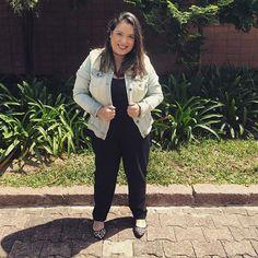 Oncinha e jeans claro pro look de hoje! Curtiram? #lookdodia #ootd #outfitoftheday #lookdadaphne #jeans #animalprint #oncinha #black #preto #fashion #fashionblogger #blogueirademoda #moda #blogger #blogueira #lifeasdaphne