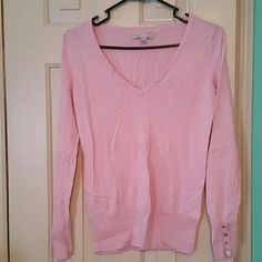 Old Navy v neck sweater Light purple old navy v neck light weight sweater with button detail on cuff Old Navy Sweaters V-Necks