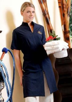 Resultado de imagen para uniforme de spa Salon Uniform, Spa Uniform, Hotel Uniform, Uniform Ideas, Spa Interior Design, Spa Design, Staff Uniforms, Medical Uniforms, Vet Scrubs