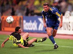 B. Dortmund 3 Juventus 1 in May 1997 in Munich. Zinedine Zidane shows Paul Lambert his studs in the Champions League Final.