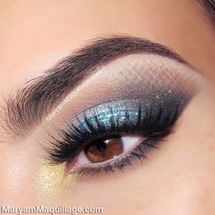See the trick that will give you this amazing eye makeup look here! #mermaid #makeup