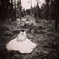 Bride in the Woods #brud #bride #bryllup #billeder #bryllupsbilleder #bryllupsfotograf #voresstoredag #fotograf #wedding #weddings #weddingdress #weddingphotos #weddingdetails #weddingpictures #weddinginspiration #weddingphotographer #instawed #instabride