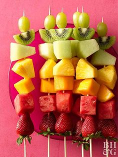 Fresh Fruit Skewers - Throw A Brunch Party Like A Pro With These Expert Ideas - Photos Rainbow Fruit Skewers, Fruit Kebabs, Fruits Decoration, Fruit Sticks, Party Food Platters, Fruit Recipes, Party Recipes, Detox Recipes, Party Snacks