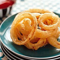 Tempura Onion Rings - Rachael Ray In Season Vegetable Dishes, Vegetable Recipes, Onion Vegetable, Tapas, Dessert Chef, Tempura Recipe, Onion Rings Recipe, Mezze, Tempura Batter