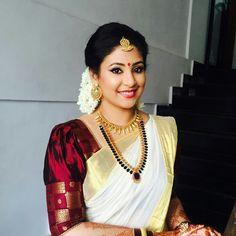 35 Gorgeous Kerala Saree Blouse Designs to try this year Kerala Saree Blouse Designs, Bridal Blouse Designs, Kerala Traditional Saree, Traditional Dresses, Set Saree Kerala, Kerala Hindu Bride, Kerala Jewellery, Engagement Saree, Kasavu Saree