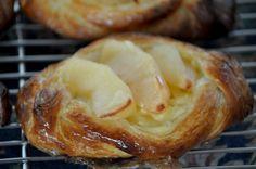 apple custard danish pastry Breakfast Pastries, Danish Pastries, Apple Custard, Small Cake, Biscuits, Bread, Baking, Sweet Stuff, Desserts