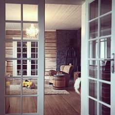 timmervägg inomhus - Sök på Google Cottage Homes, Cottages, Outdoor Living, Cabin, Windows, Google, Room, Life, Inspiration
